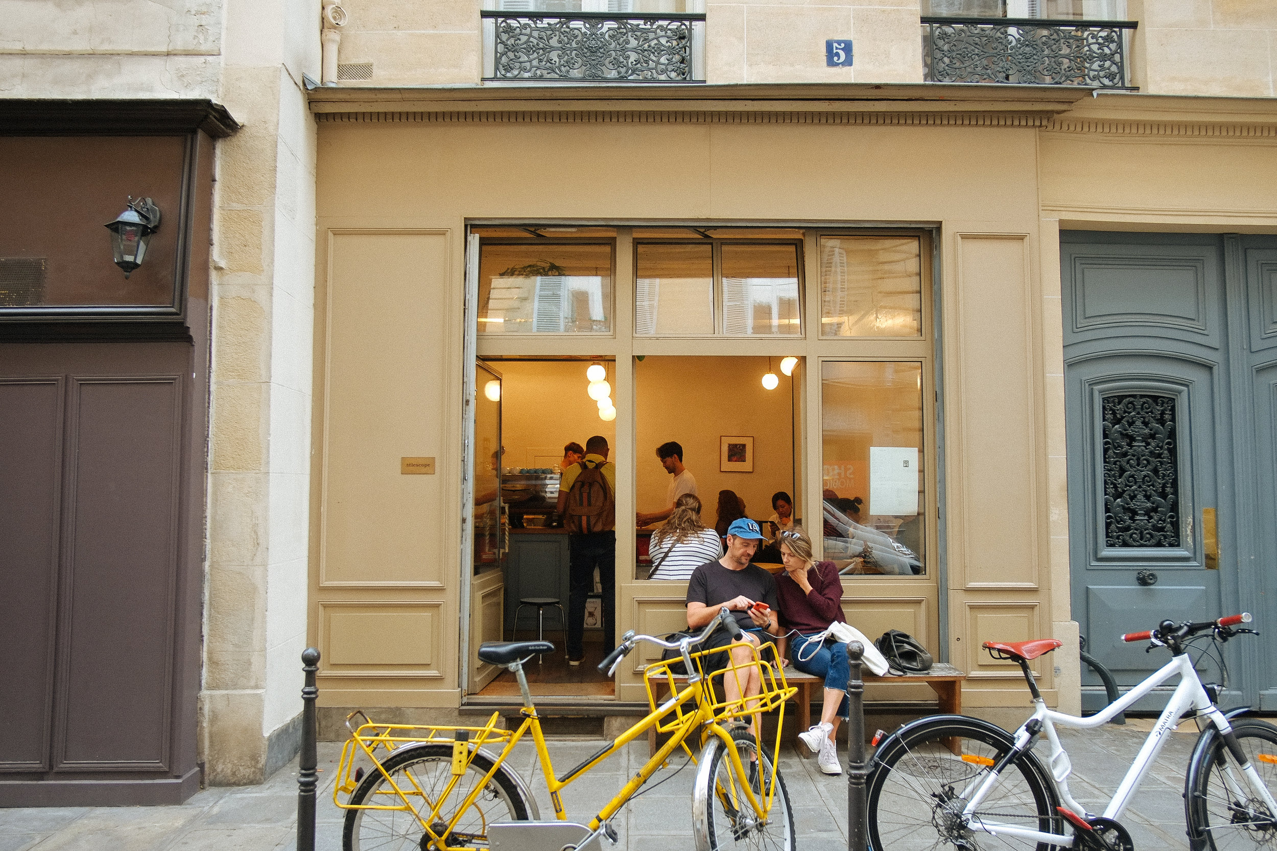 Tēlescope, Paris - 2018-10-12: A tiny little café near the 11th arrondissement - well probably not but that's the only one that I can remember. A café and a cookie never tasted so good.