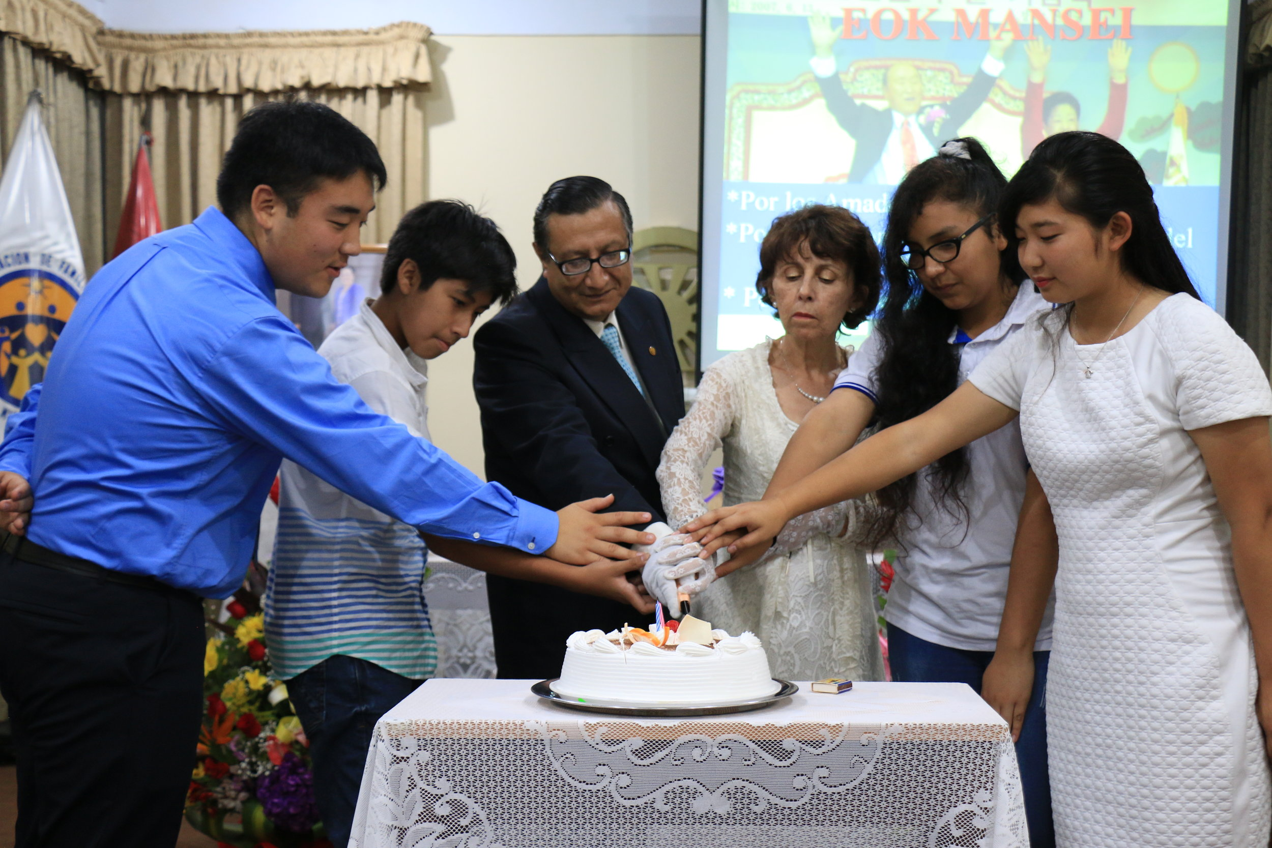 Cutting the Celebration Cake with the Leaders