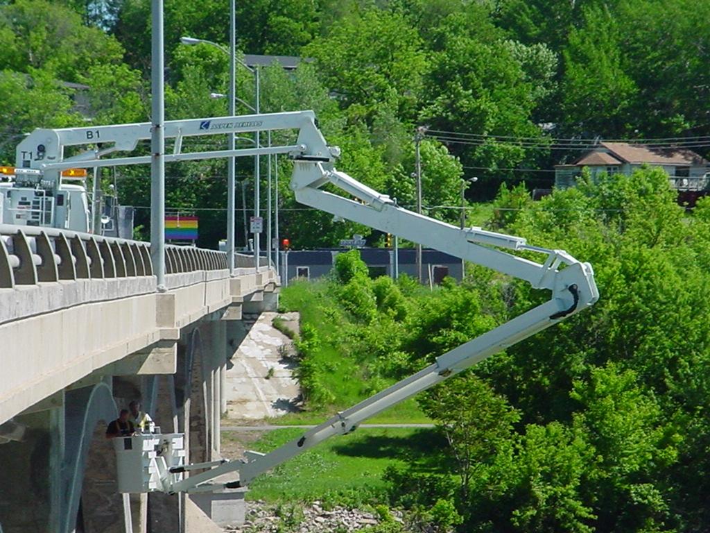 3-Bridge Inspection - Des Moines, Iowa.jpg