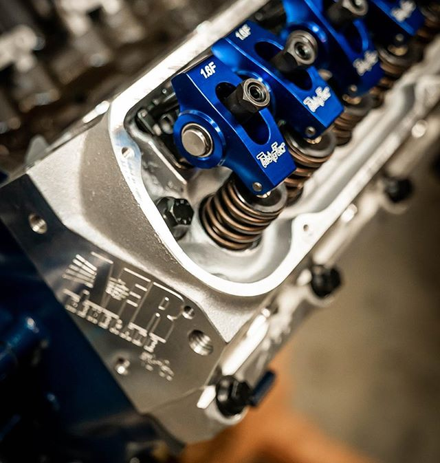 Can't get over how photogenic this motor is! . . . . . #engine #enginebuilding #chevy350 #machined #customengine #oldschool #erm #racing #racingengines #motor #hotrod #builtnotbought #summitracing #enginemasters #lsengines #machining #enginerebuilding #engineporn #motorsports #machineshop #americanmuscle #LS #workflow #smallblock #bigblock #chevy #ford #classic #cratemotor #LSX