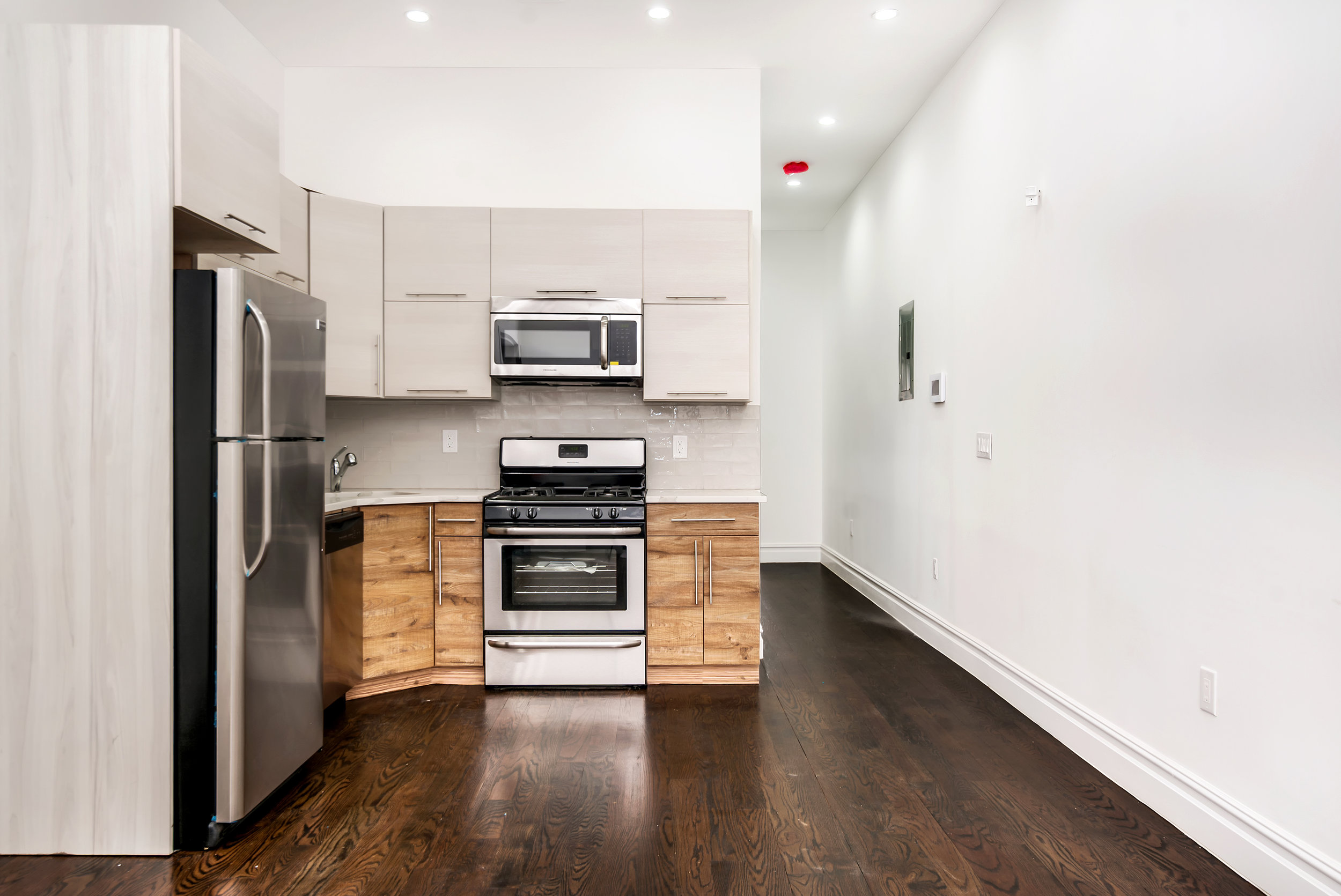 $2,100/month 1.5 BD | 1.0 BA | 995 SF  Bedford Stuyvesant  629A Madison Street