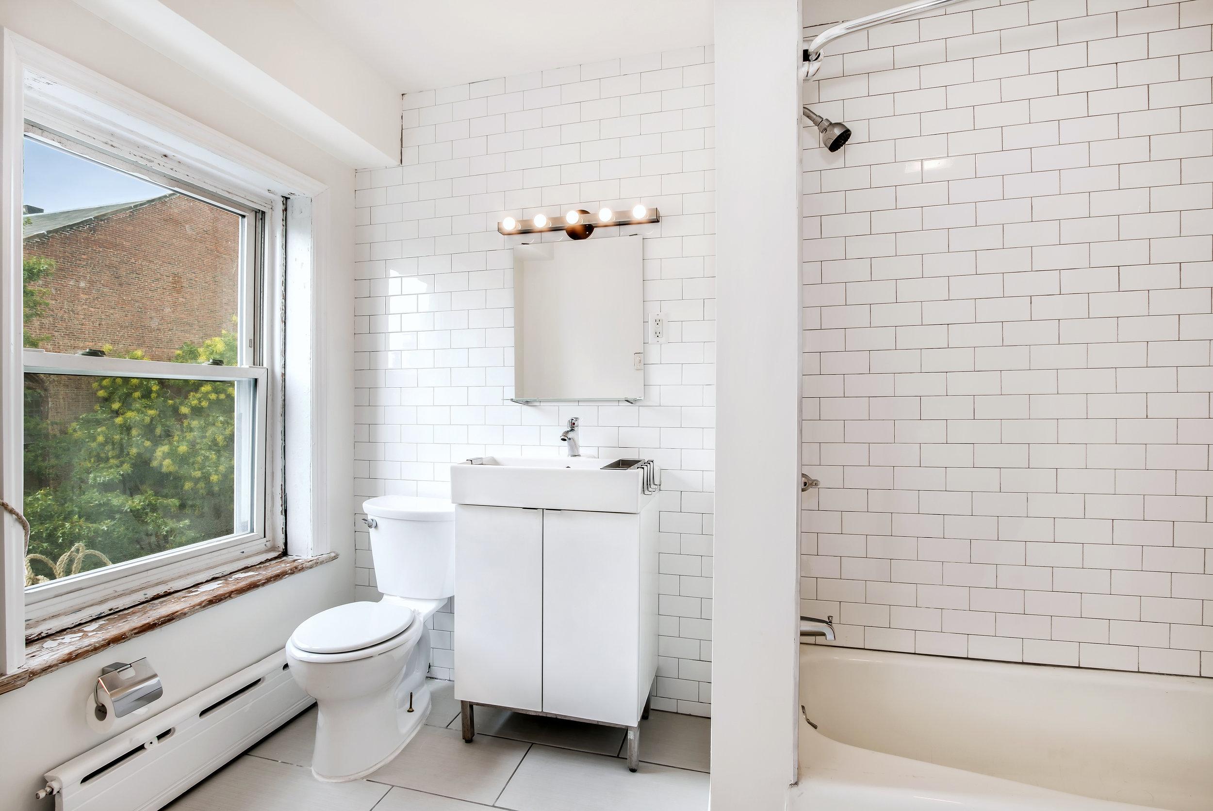 304 Cumberland Street bathroom unit 3R.jpg