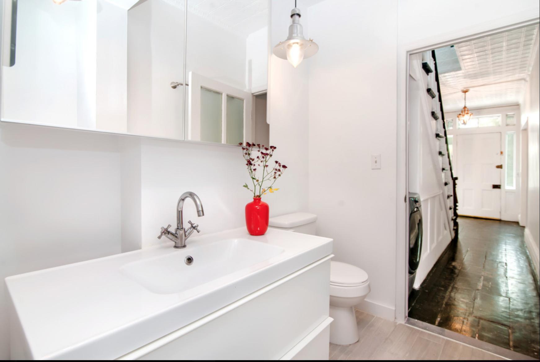 70 Adelphi Street bathroom.png
