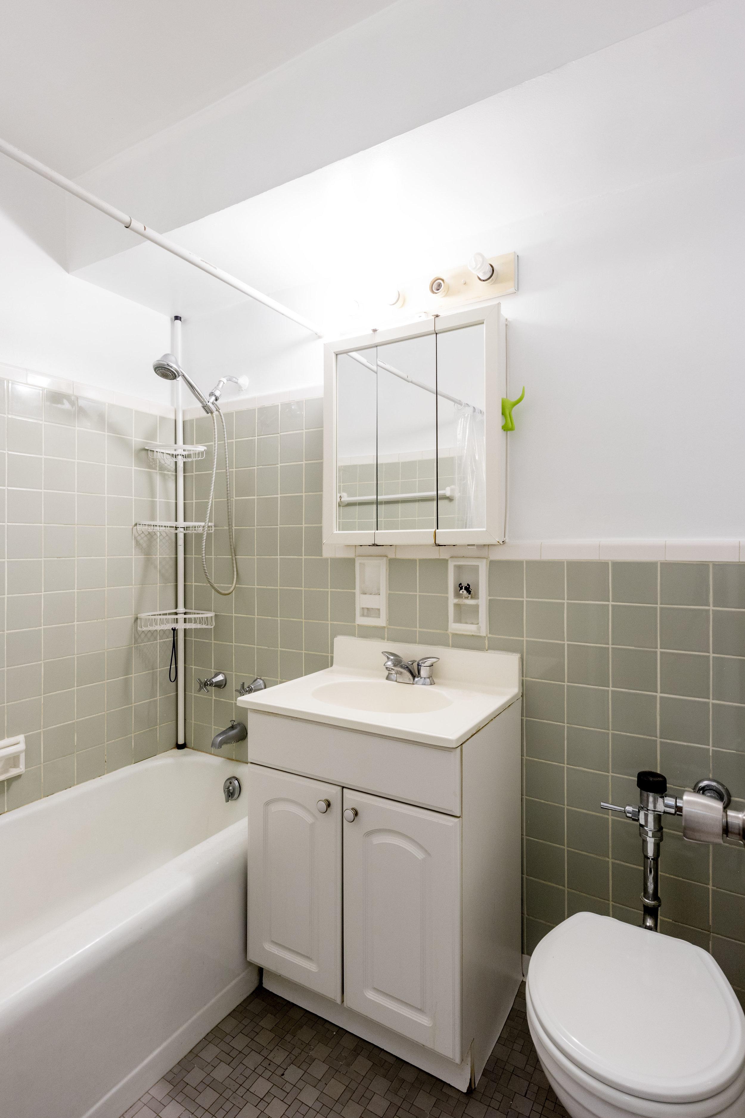 175-Willoughby-Bath.jpg