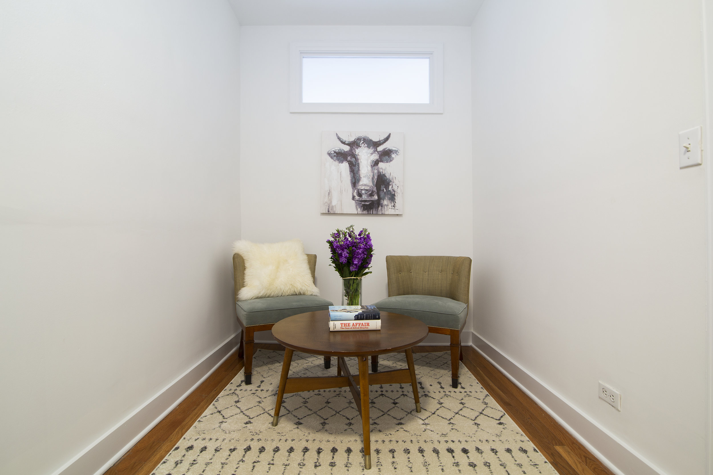 859HalseyStreet_3W_SecondBedroom-SeatingArea.jpg