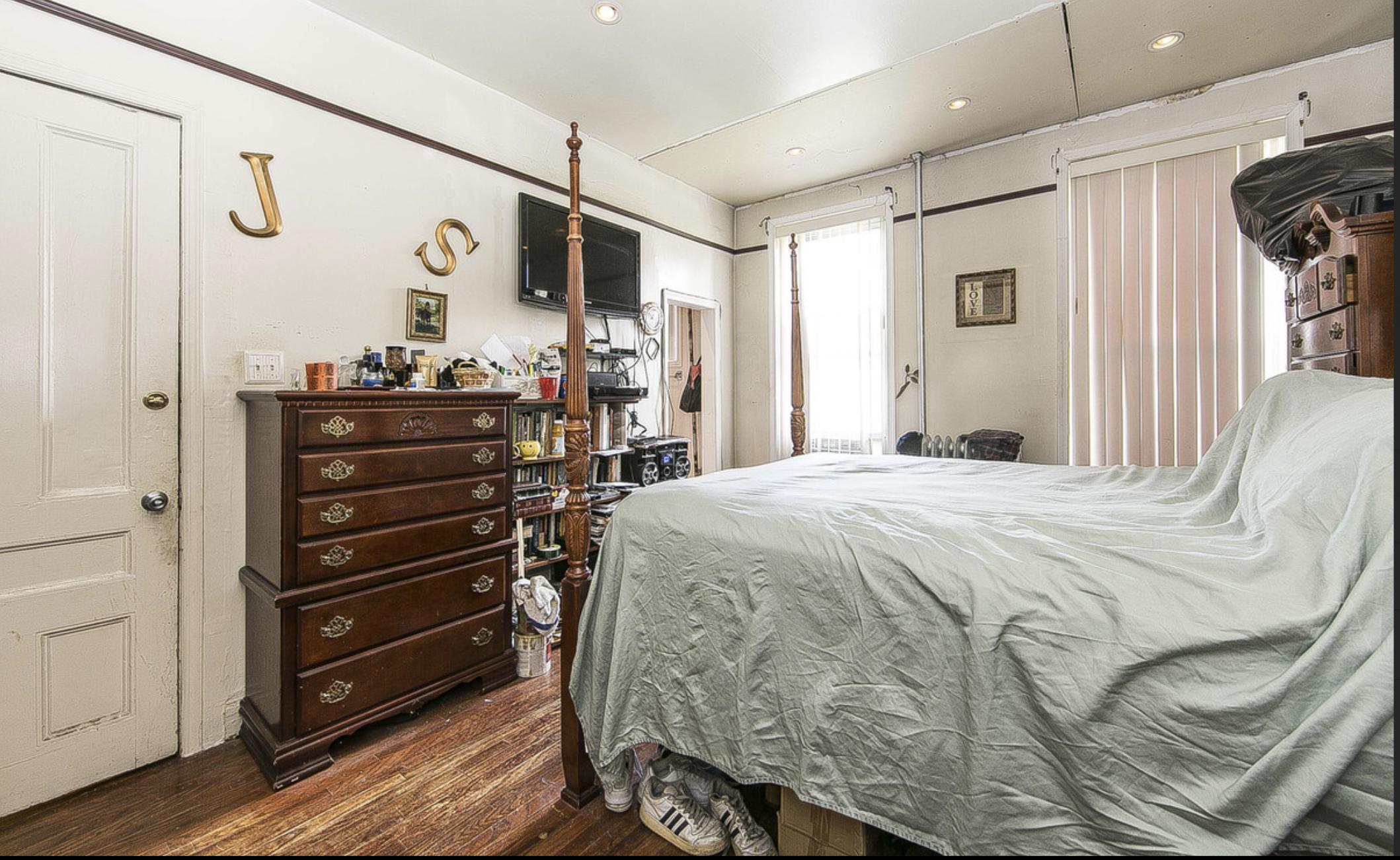 697 Hancock Street Bedroom.png