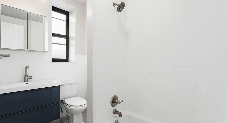 490 Jefferson Avenue Bathroom.png