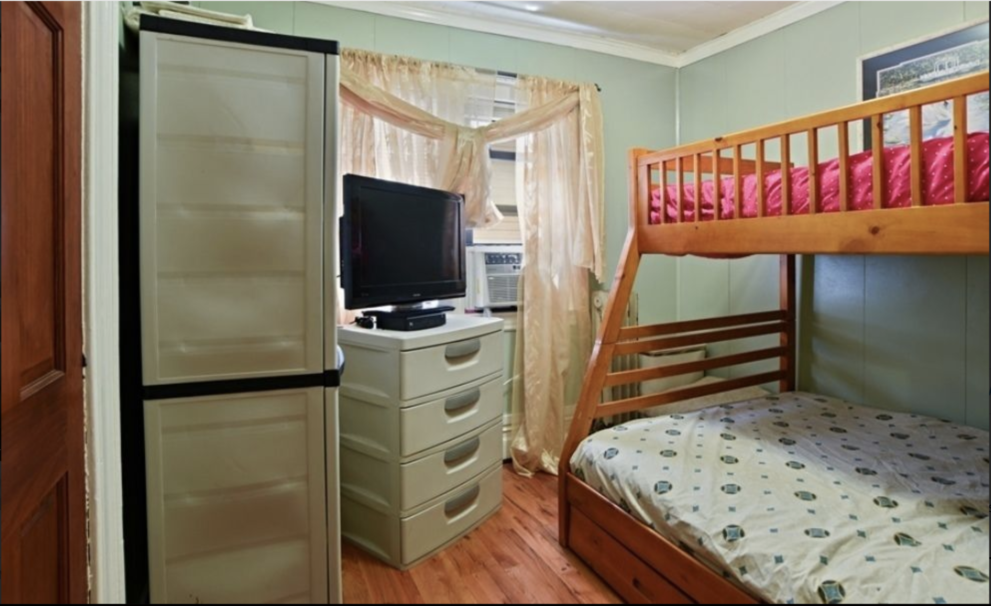 585 35th Street Bedroom Townhouse.png