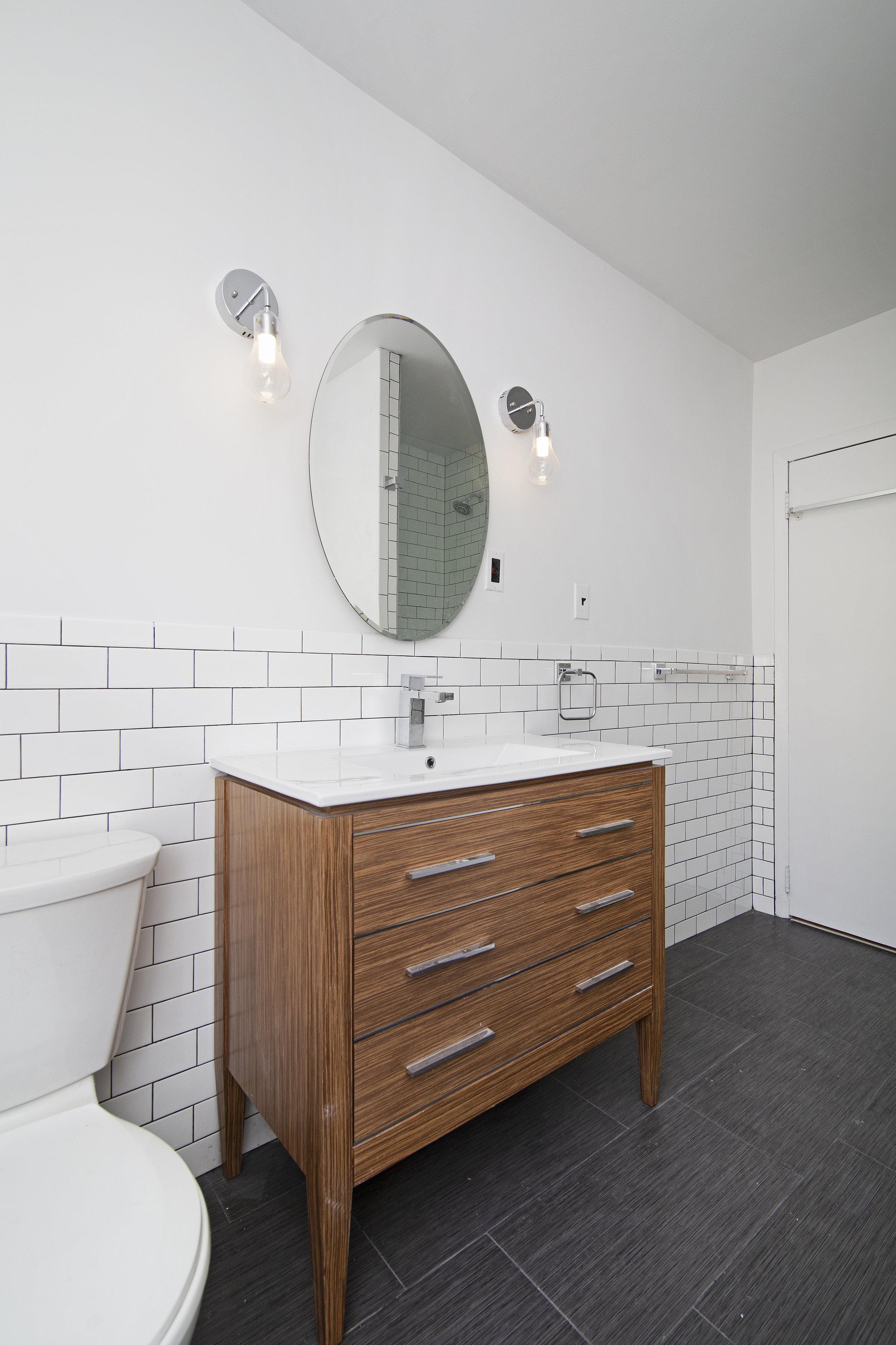 304 Cumberland Street Apt 3F Bathroom.jpg
