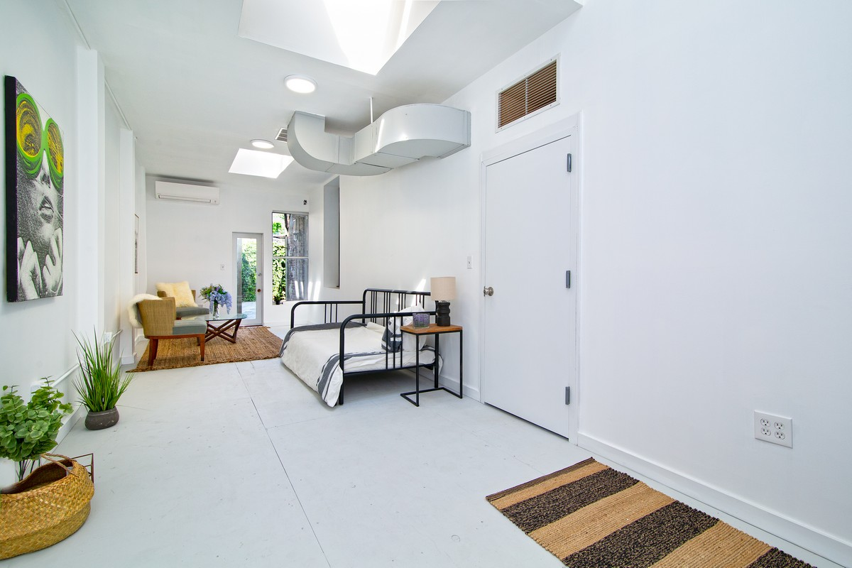 $4,500/month 4.0 BD | 1.0 BA | 1,638 SF  Gowanus  129 11th Street