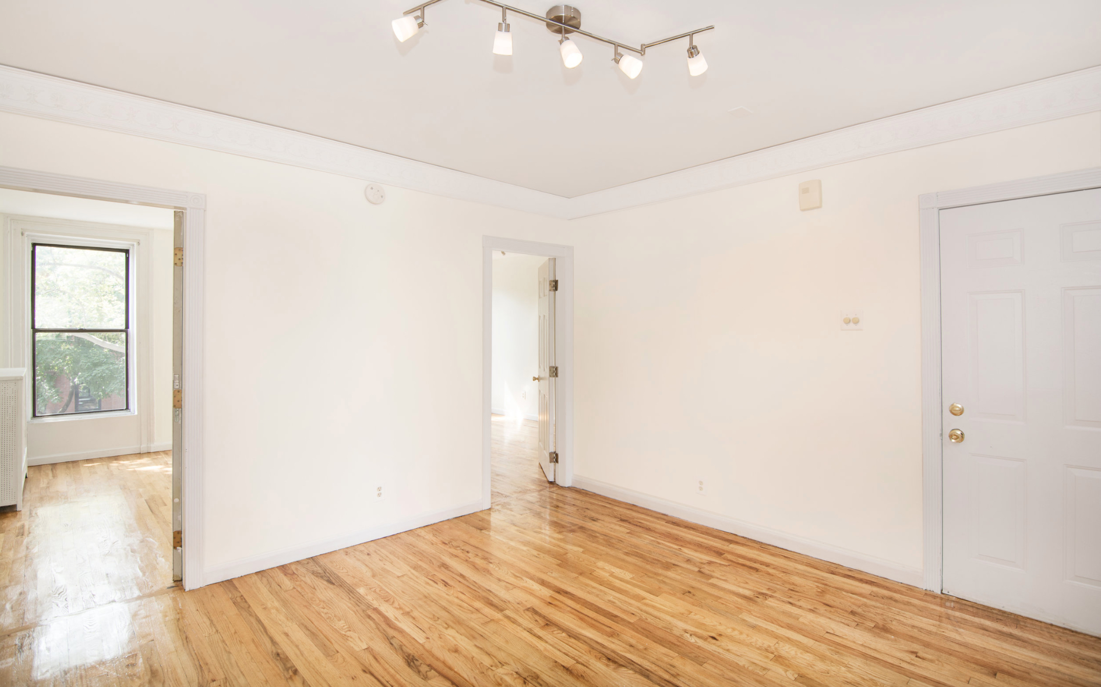 $3,300/month 2.0 BD | 1.0 BA | 655 SF  Fort Greene  217 Carlton Avenue