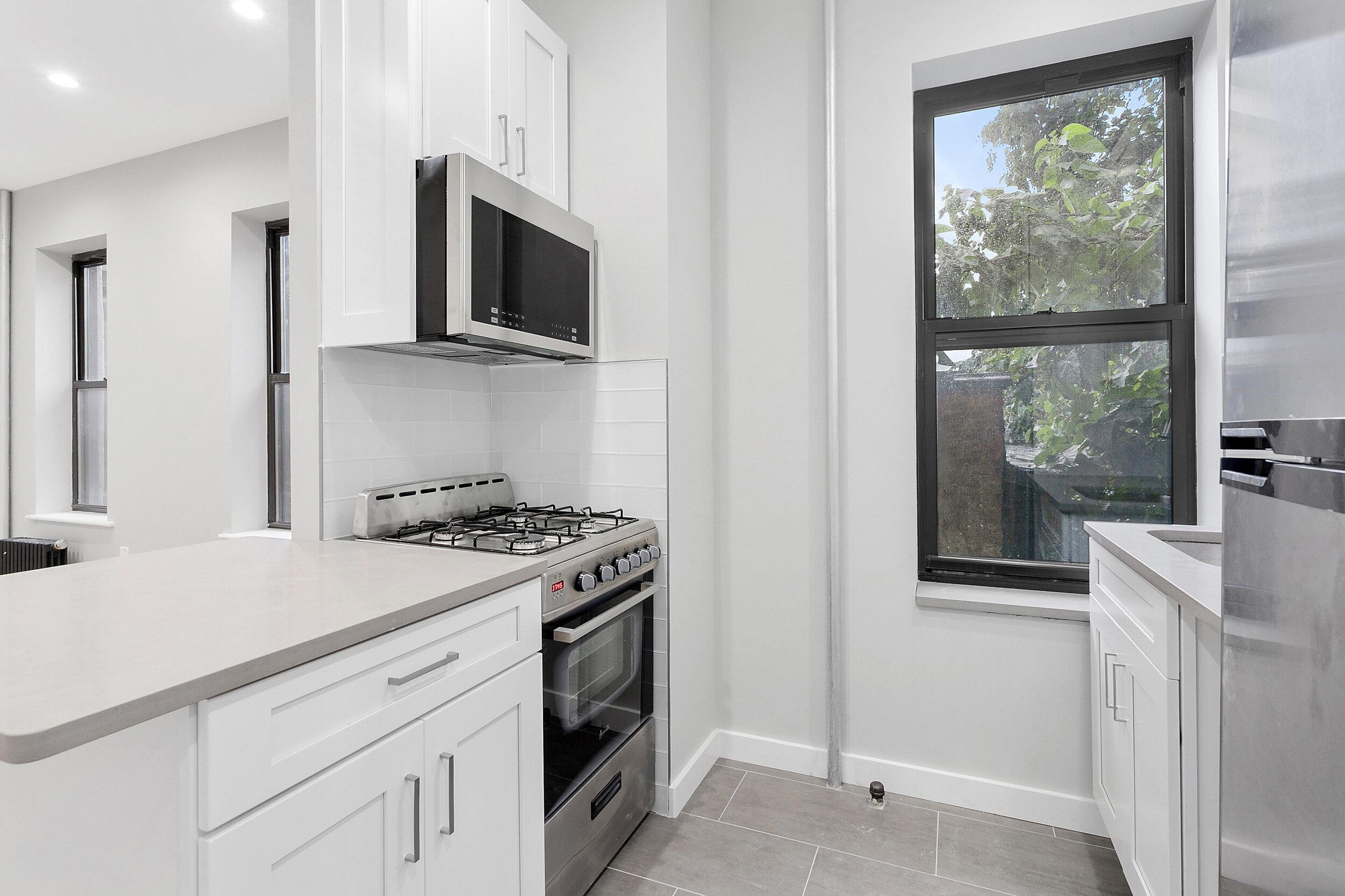 482 kitchenAVENUE WINDOW .jpg
