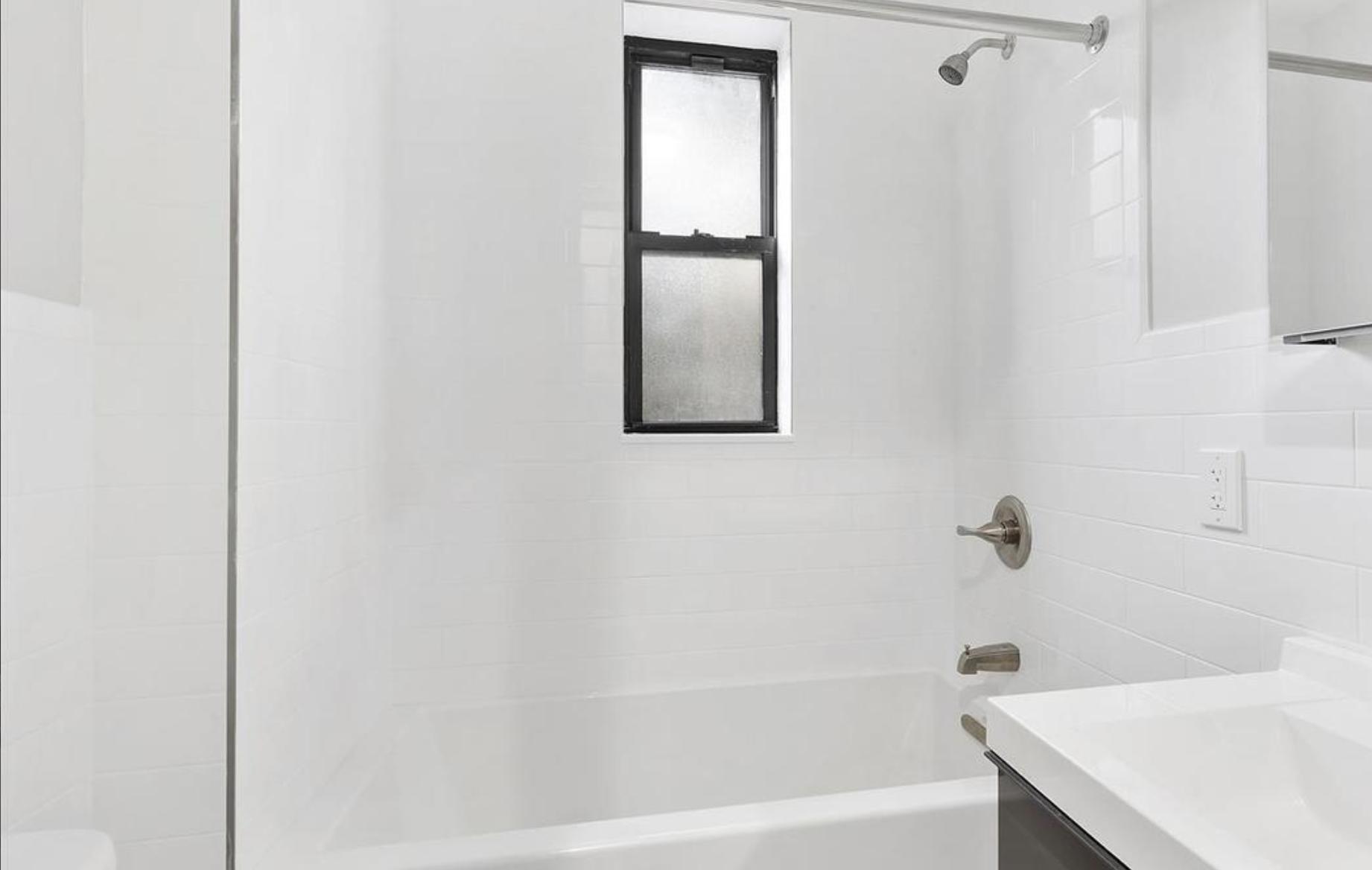 482 Tompkins Avenue Bath.png