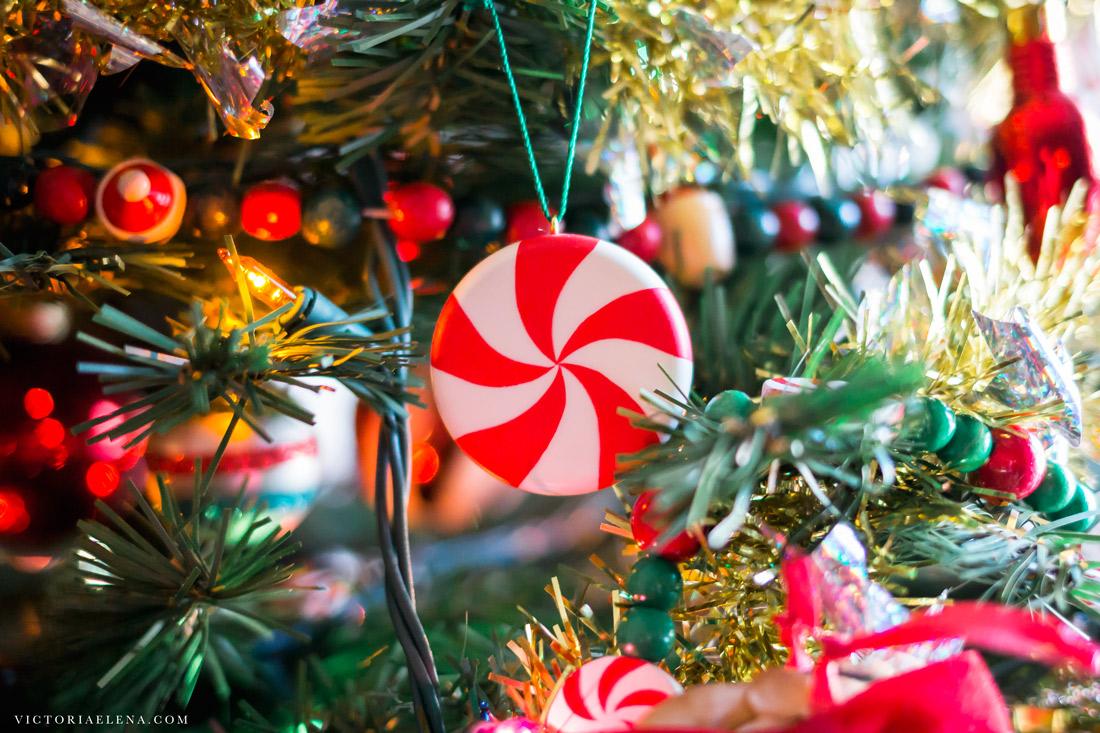 w-moms-christmas-ornaments-by-victoria-elena-19.jpg