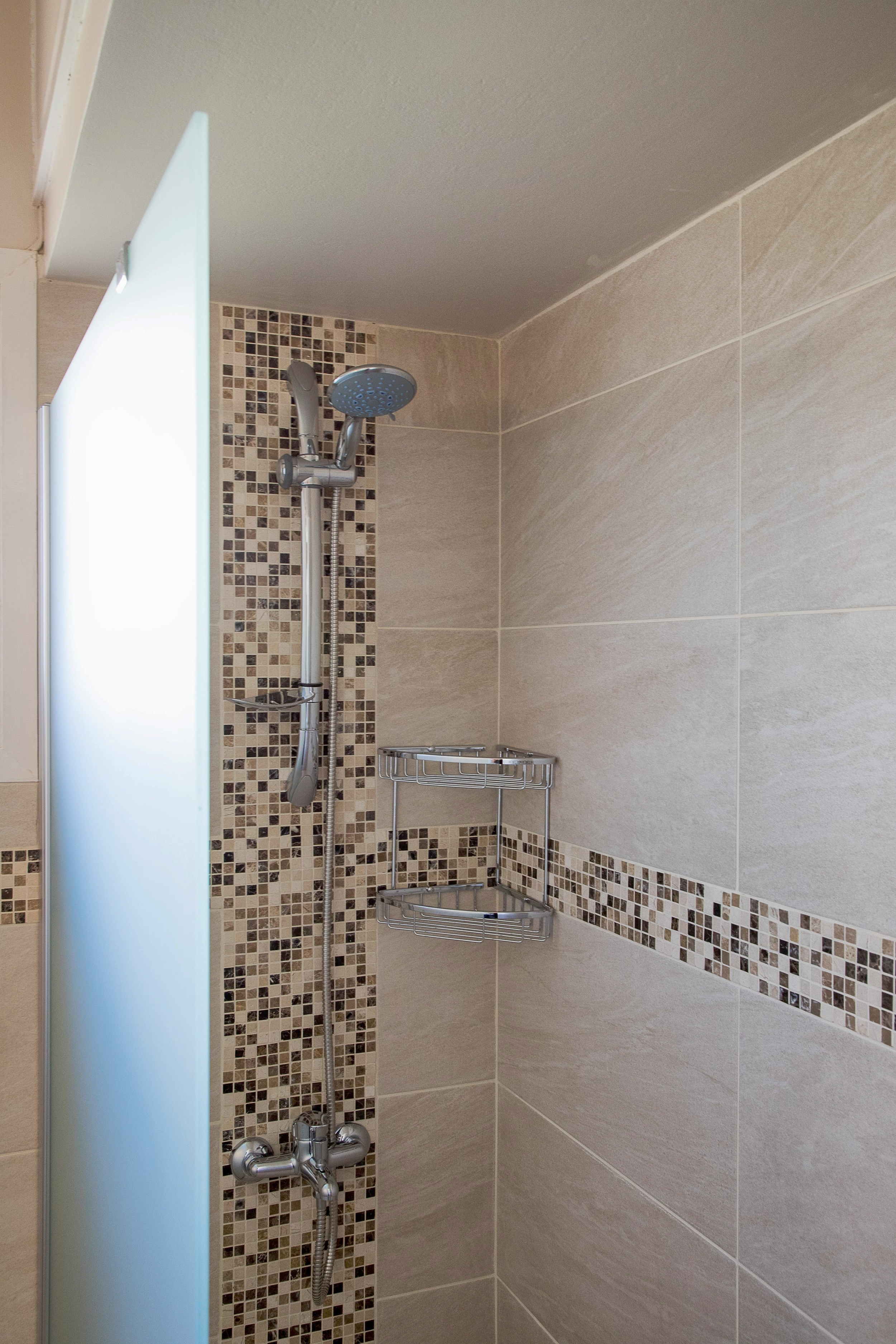Shower 02.JPG