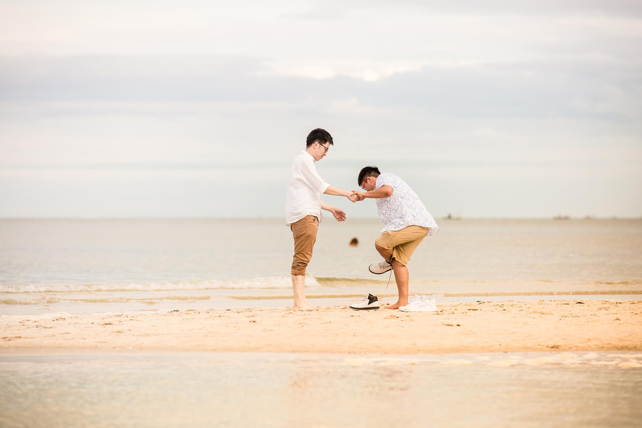 Matthew-David-Seaside-couple-9.jpg