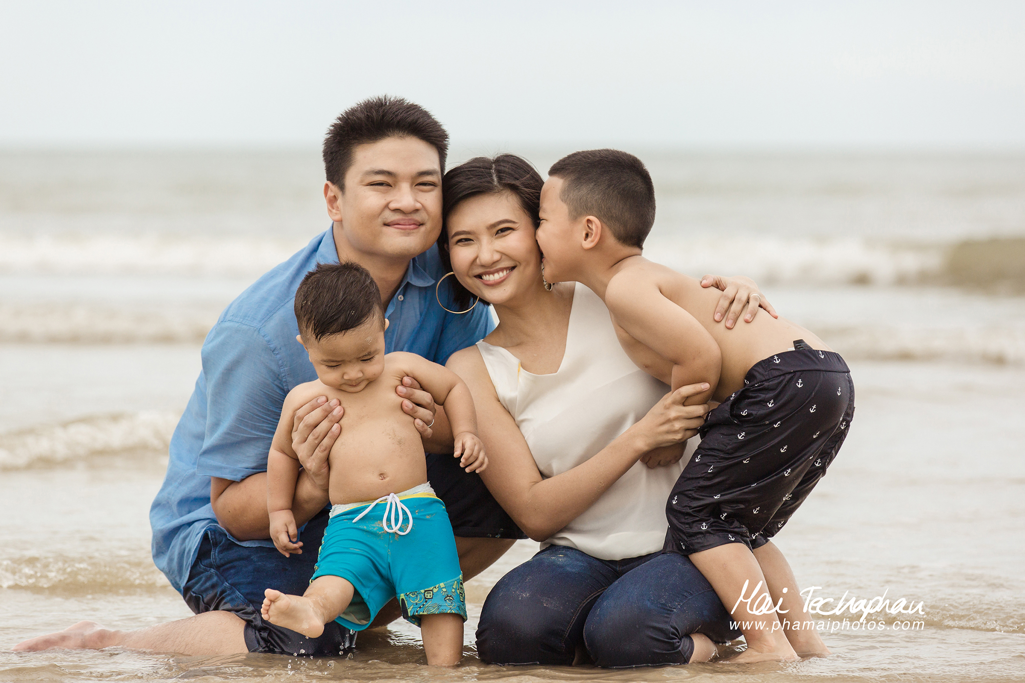 Cha-Am-Seaside-Family-10.jpg
