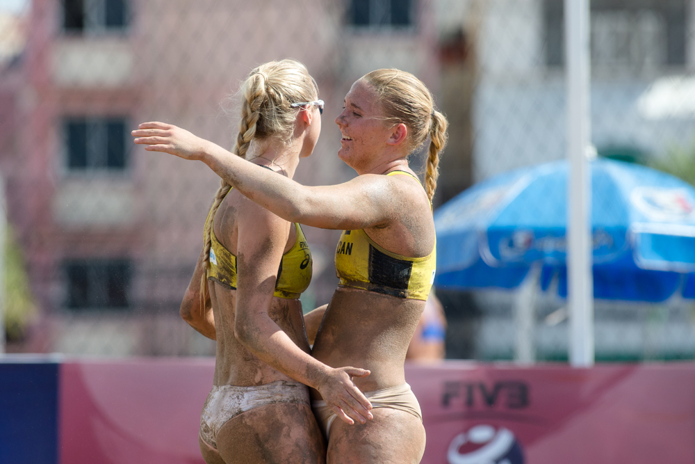 Jasmin Safar (R) & Lea Monkhouse (L) of Canada