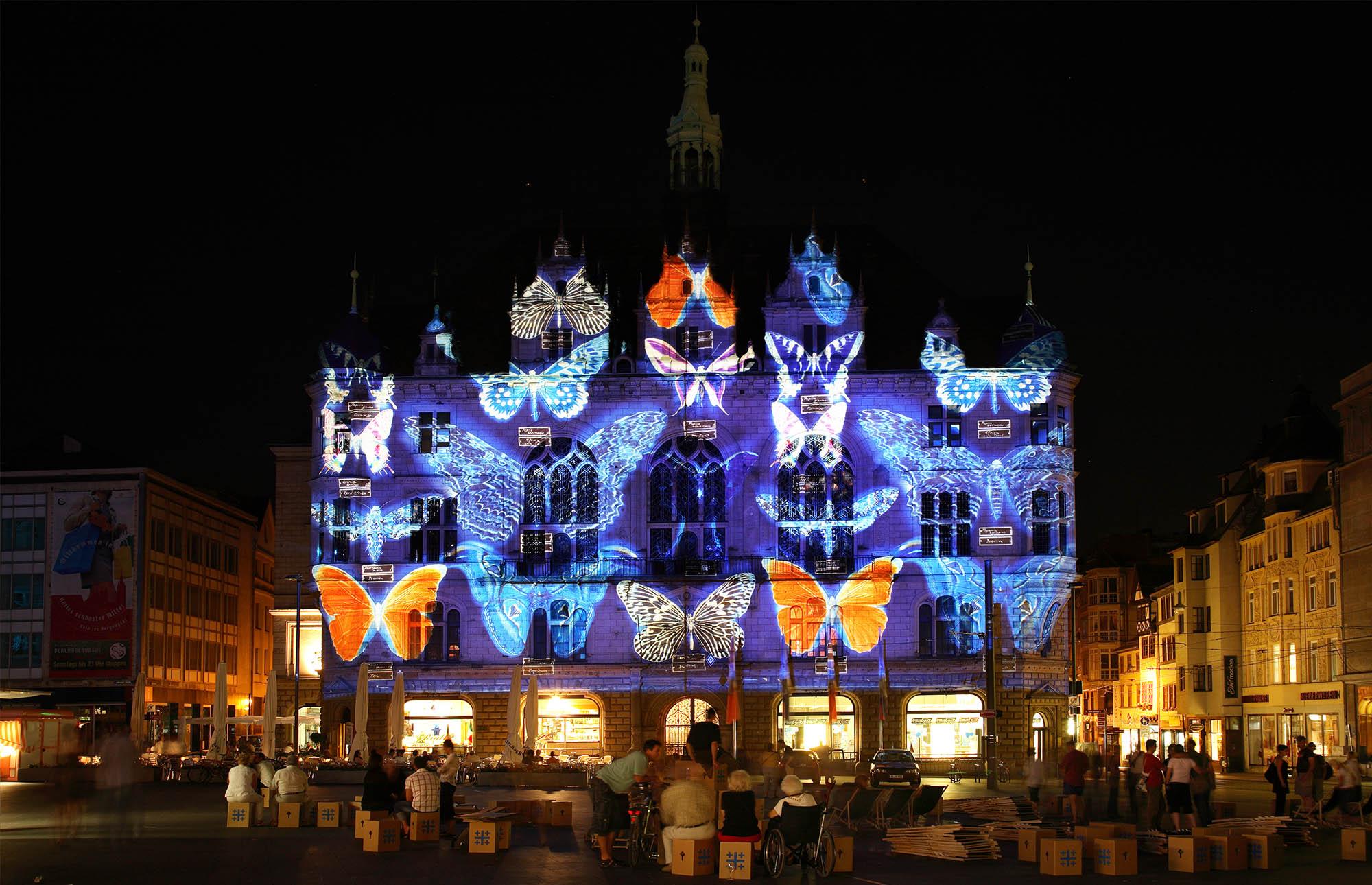 Hallumination_I_2006_1200JahreJubilaeum_StadtHalleSaale_04.jpg