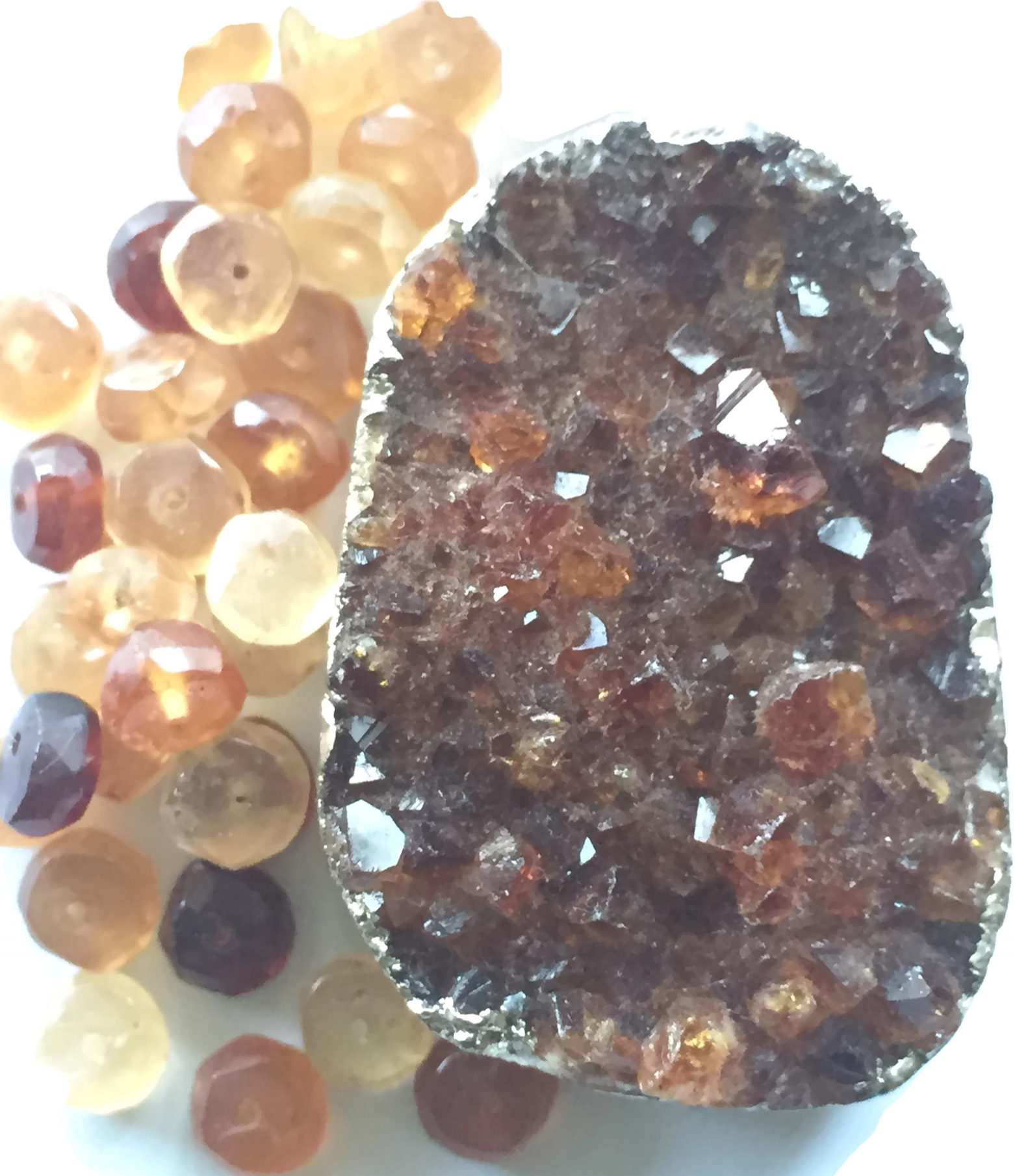 Rahu's gems protection on travels + reduces mental agony + creating clarity in the mind + encourages a mellow vibe - Gem: Hessonite Garnet
