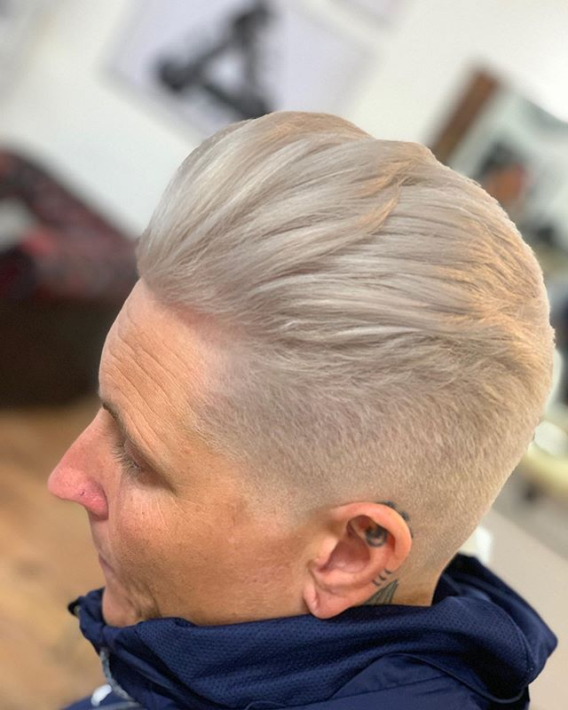 Levels ⚪️⚪️ @claire_innit @boyabouttownbarbers @barberinspirations @menshairuk @hairmencutz #essexhair #barbershop #haircolour #platinumblonde