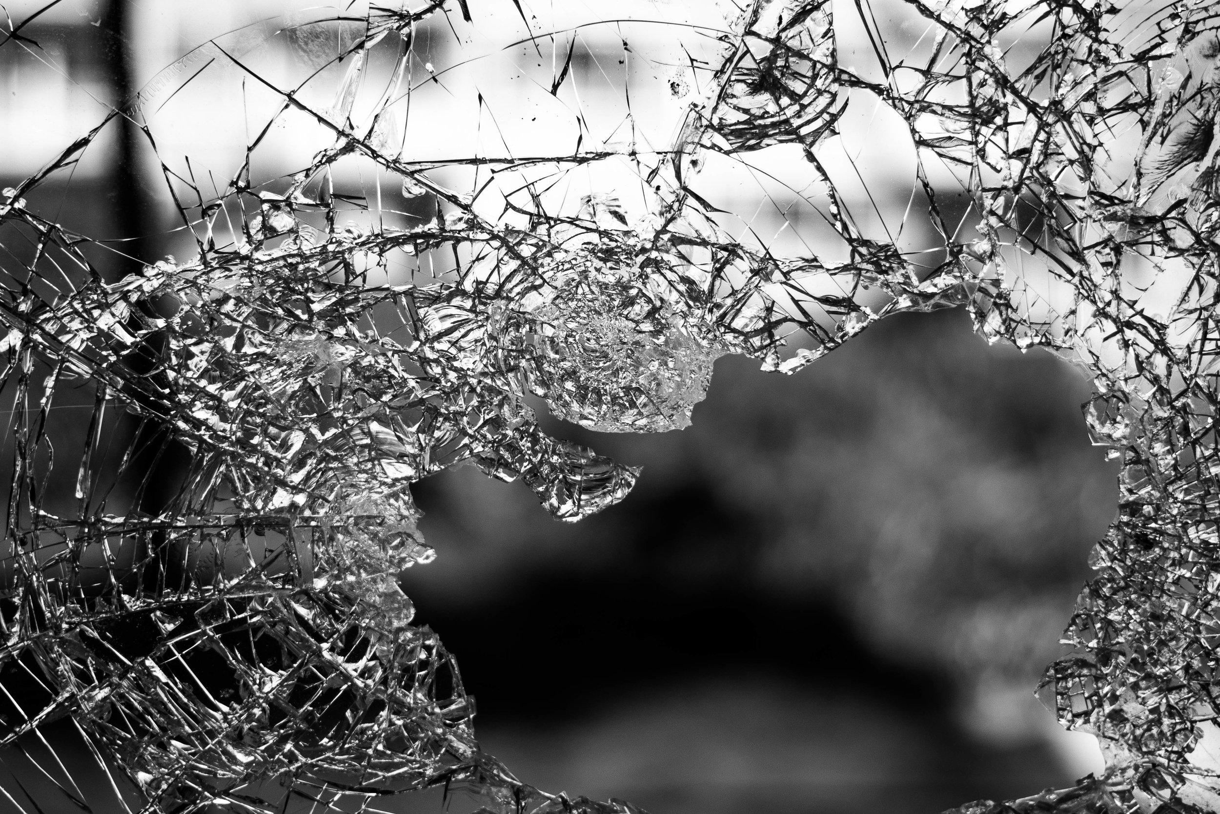broken glas -gebrochenes Glas-cracked-ice-Eis