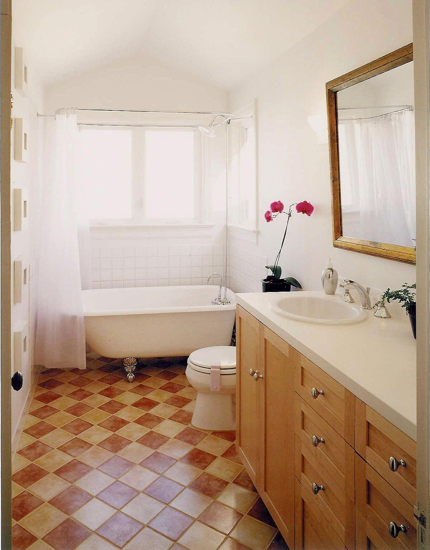 Gates Bathroom-min.JPG