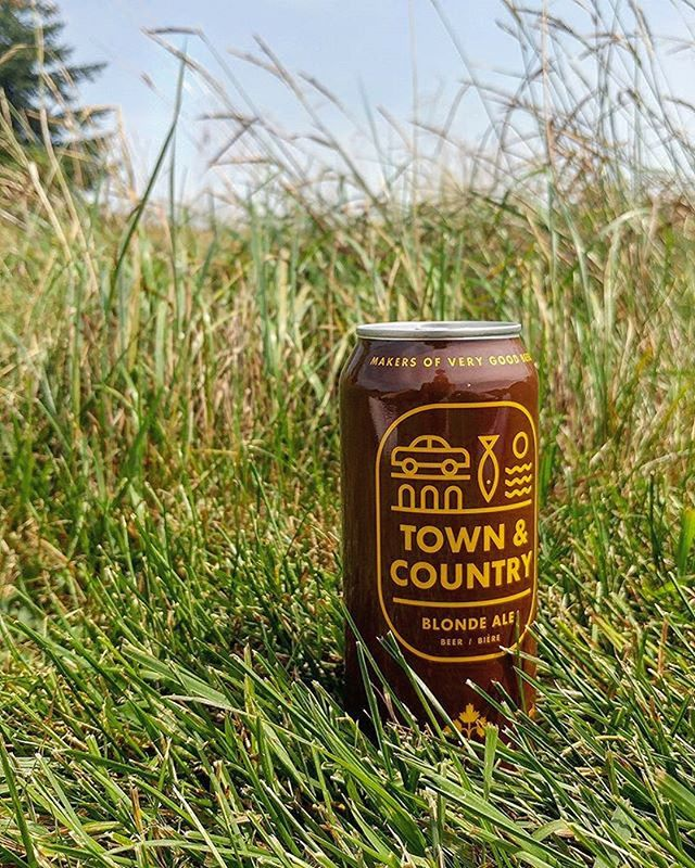 With a design inspired by Canada's National Parks signage, Town & Country from @dominioncity represents iconic Canadian nostalgia and transports us to simpler days of lakeside campfires and outdoor adventures. Like its namesake, Town & Country is all about contrast; combining soft malty sweetness with a mild and citrusy hop crispness. This beer is what we're all about and we're so excited to carry it! Friday night. Time to pack the car and head out of town, into the country.