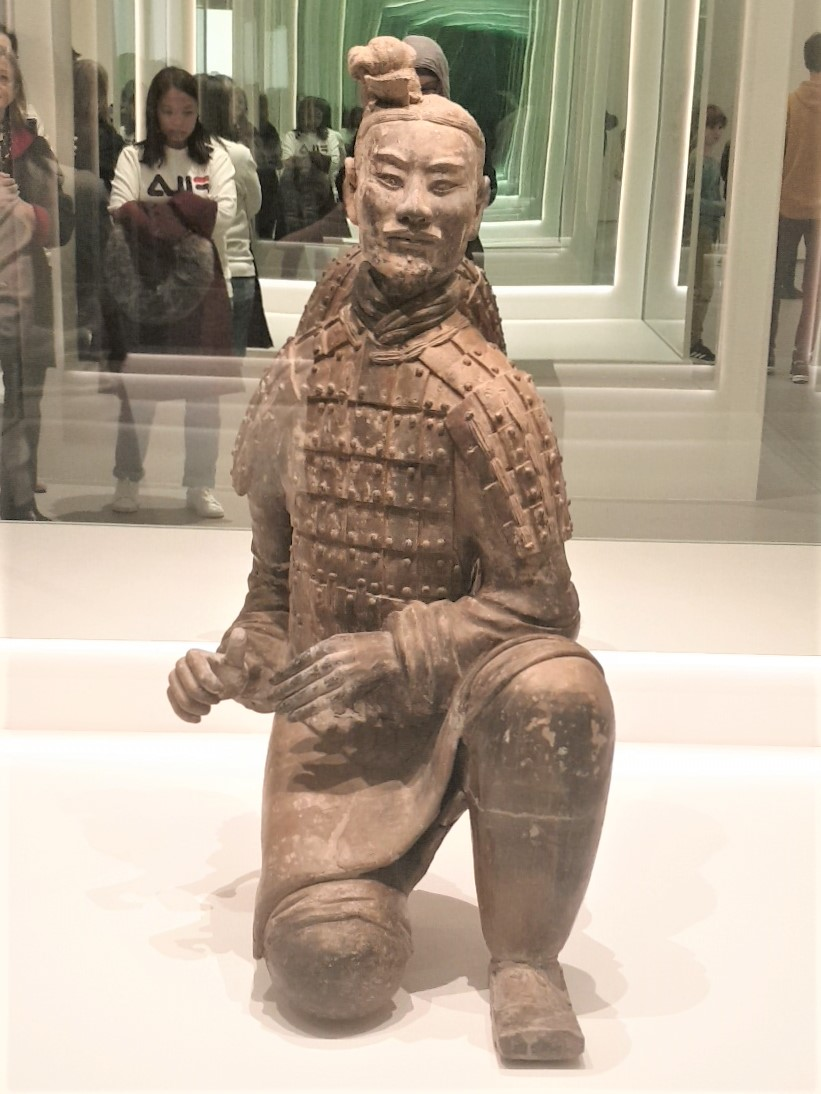 Kneeling Archer Qin Dynasty 221-207 BCE. Earthenware. Photograph by Rasheeda Wilson, used with permission.