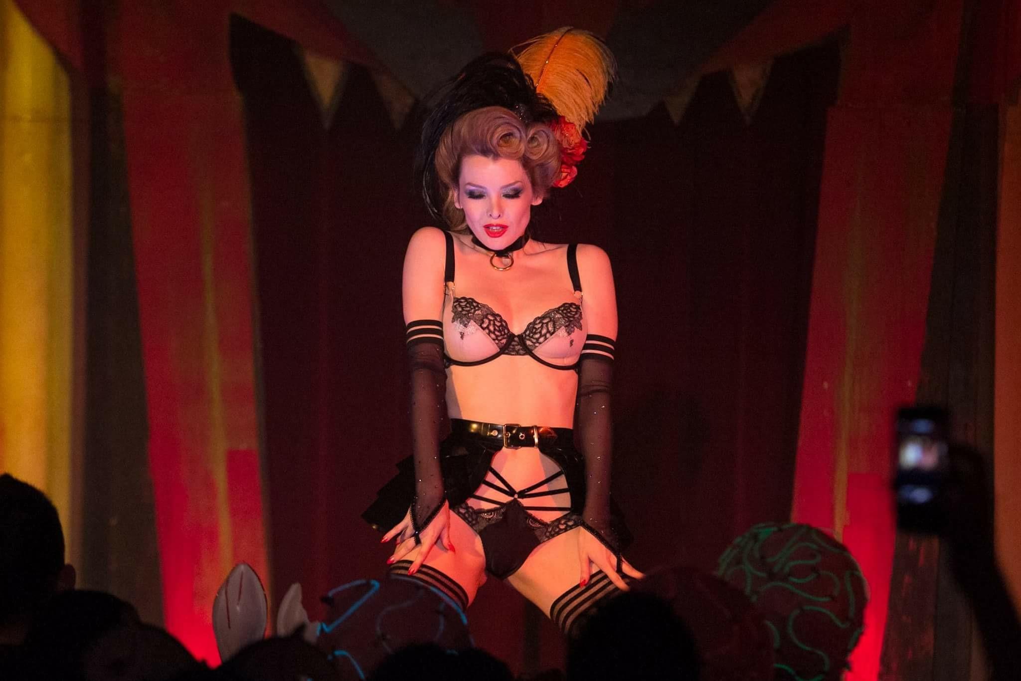Theatre Bizarre 2016 Dirty Devil's Peepshow co-host, Detroit. Photo by John Froelich.