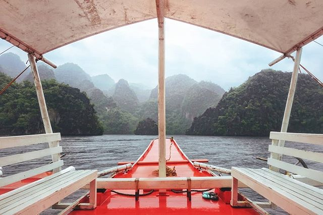 Paradise awaits. ⛰️🗻⛵ . #photooftheday #philippines #boat #ocean #mountains #travel