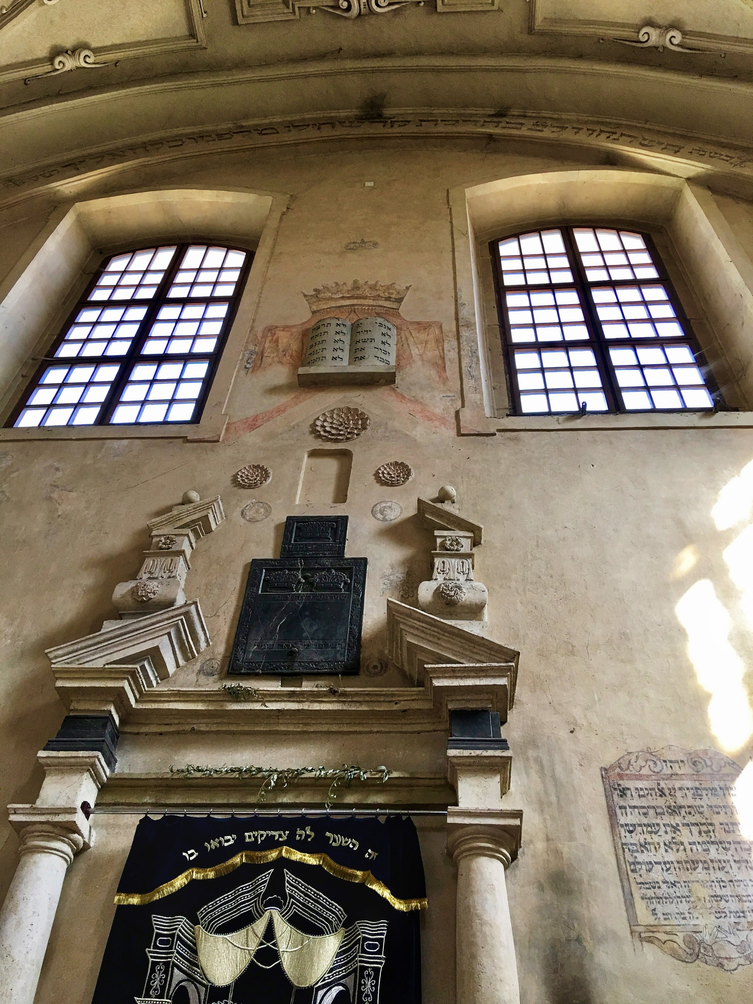 Inside Isaak's Synagogue
