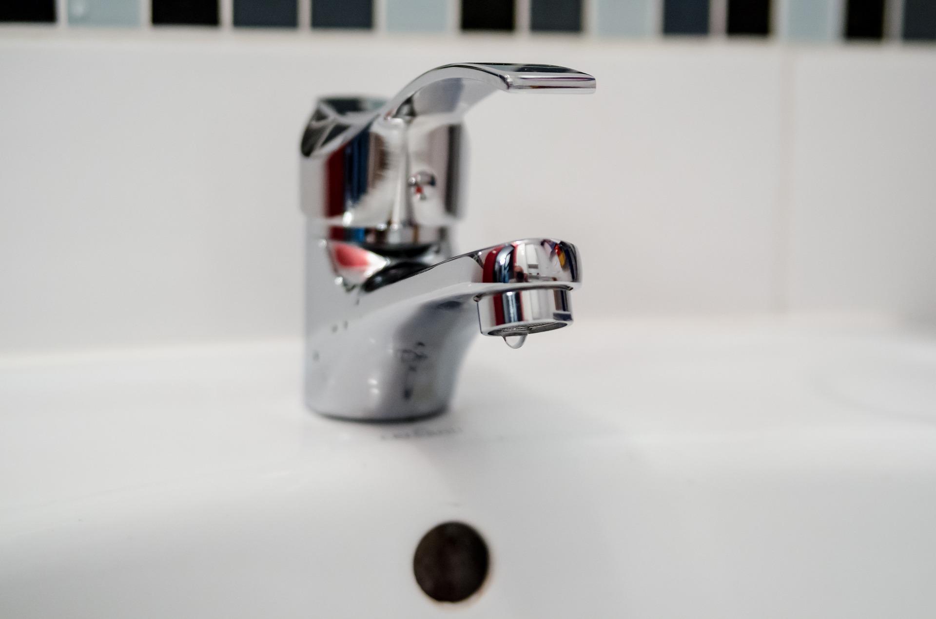 plumber-2788334_1920.jpg