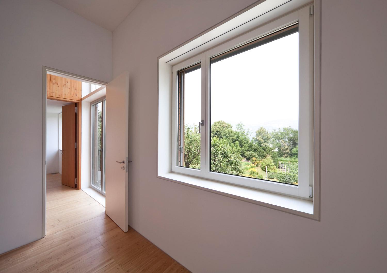 glass-window-centre_dbd9430f21_LR.jpg