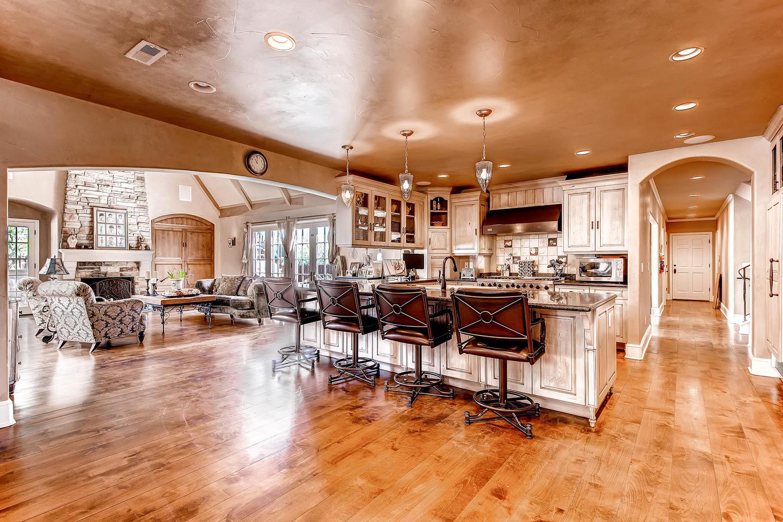 6 Ravenswood Drive Buell-large-012-12-Kitchen-1500x1000-72dpi.jpg