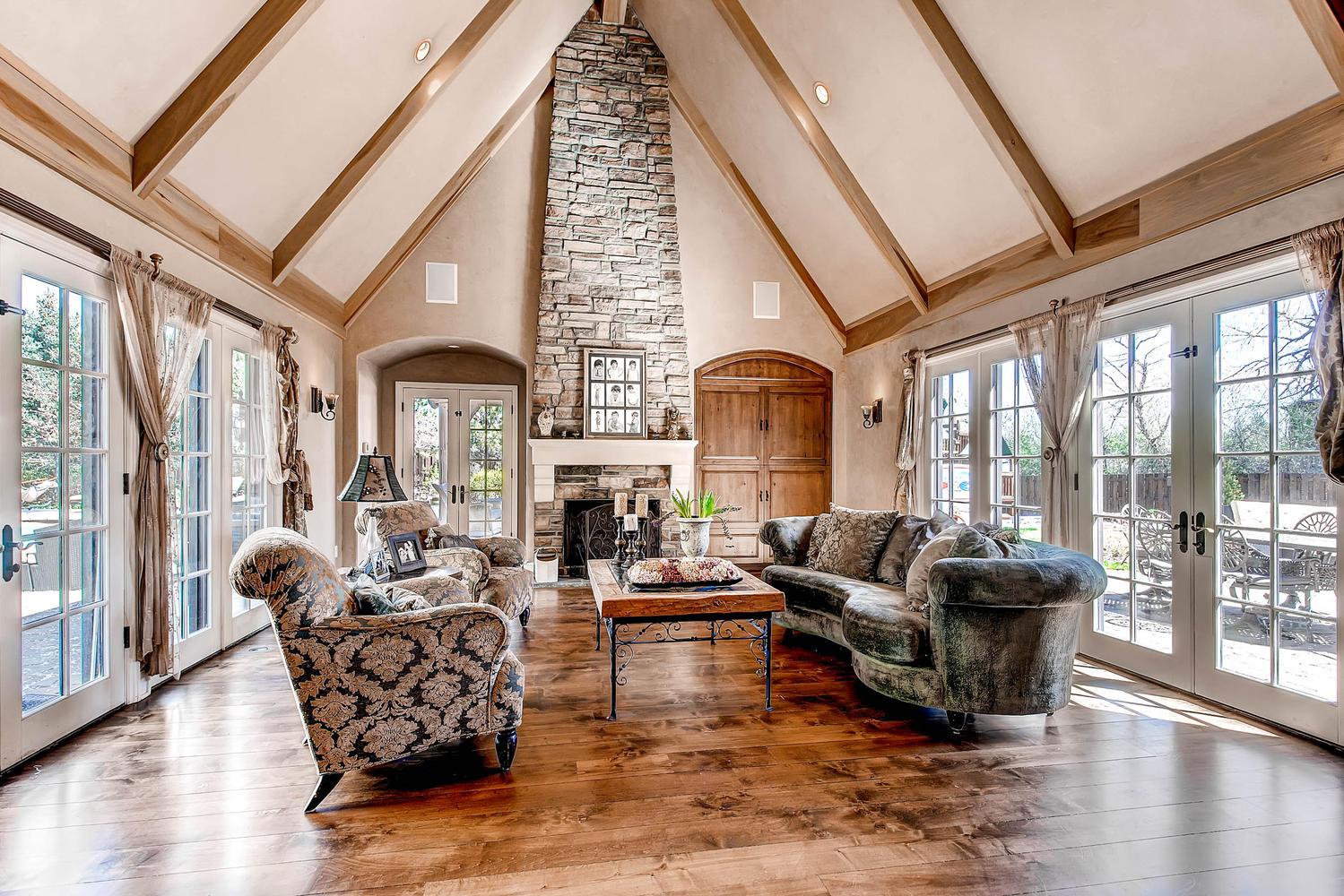 6 Ravenswood Drive Buell-large-023-23-Family Room-1500x1000-72dpi.jpg