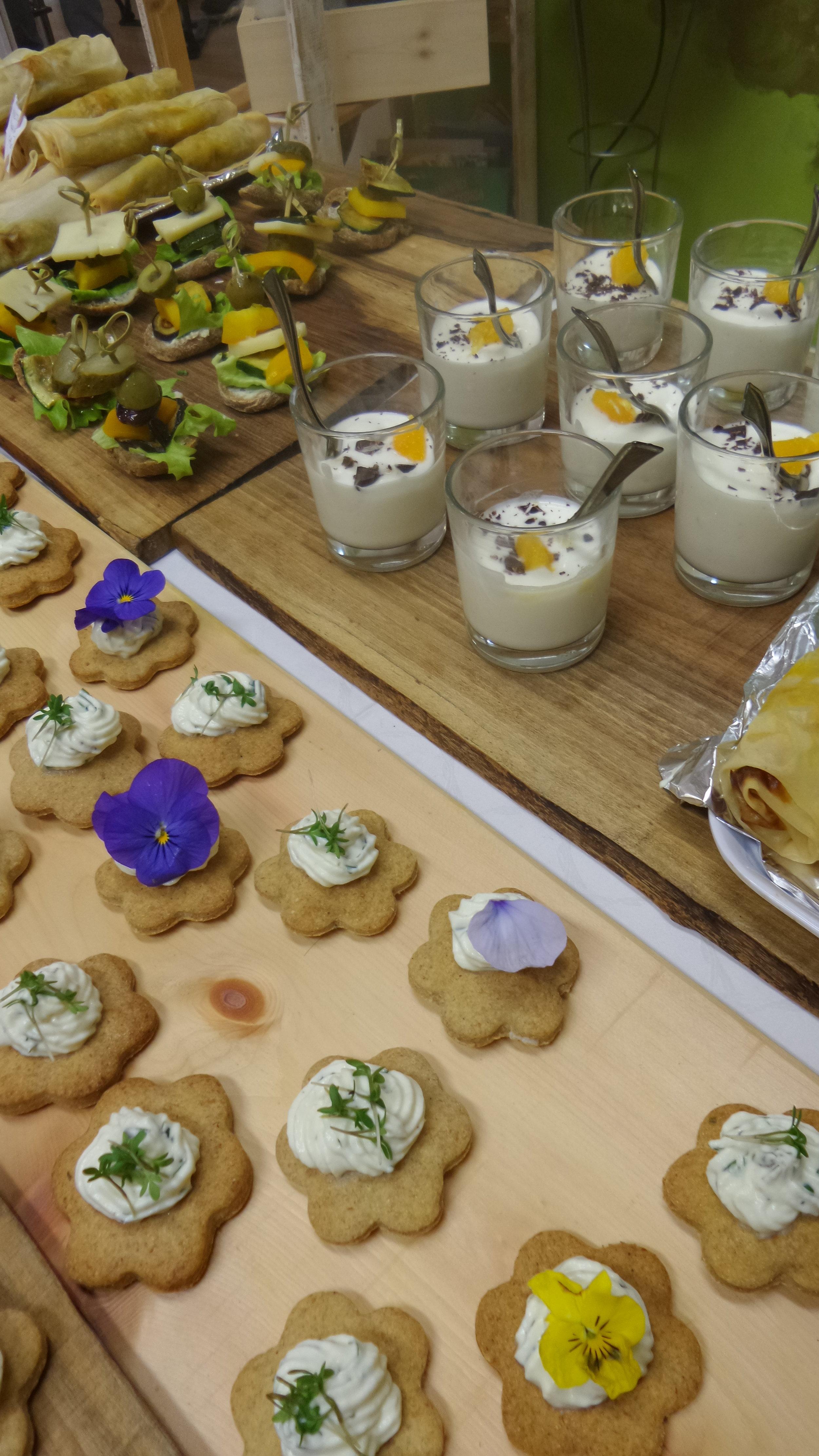 Catering: biologisch, regional,fair - By Natur pur in Zusammenarbeit mit Sggf-Südtiroler Gesellschaft für Gesundheitsförderung und dem Verein Quincho Barrilete
