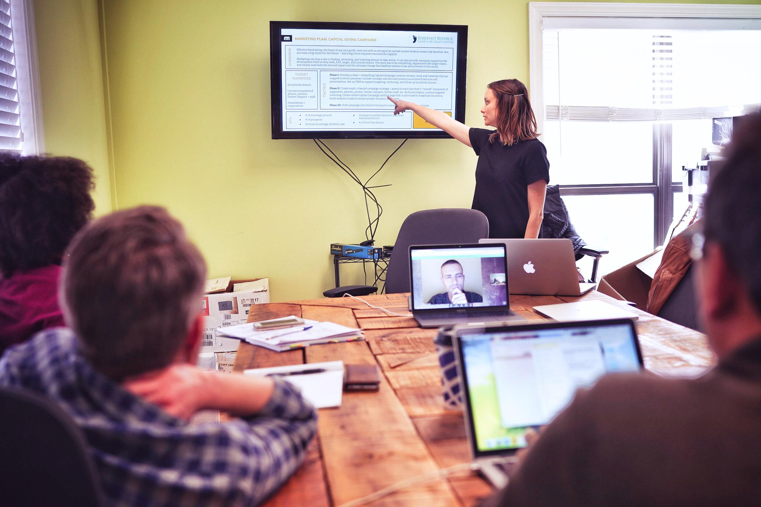 战略规划促进-还需要帮助吗?战略规划包括在我们12个月的咨询业务中。但我们也可以作为促进者和合作伙伴加入你们,在一次性的基础上制定战略计划。可交付成果包括:-现有战略计划的审核-个人参与者的准备-促进小组工作坊(虚拟)战略计划文件的制作-领导力执行指导根据你的年营业额,按比例收费。联系→
