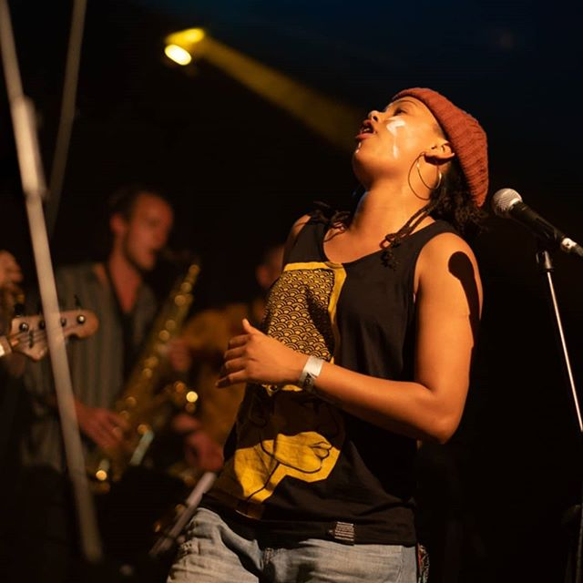 #AmyTrue Live with Band @unit31_official 🙌🏽🙌🏼🙌🏾🙌🏻🙌🏿🙌🙌🏻🙌🏾🙌🏽🙌🏿🙌🏻🙌🏼🙌🙌🏾🙌🏽🙌🏿 . . . 💚SUNDAY 18th @greenmanfest 💚 🕘 21:30 @chaiwallahs ⛺ . . . 🎹 @raffybushman 🥁 Sam Michnik 🎺 @johnny_woodham 🎹  Adrian Ried  Special guest 🎤 @whyteharvey . . 💗PHYSICAL CDS & MERCH AVAILABLE💗 #MoreLoveMoreLight #MoreBlacksMoreDogsMoreIrish #AmyTrue11 #PeoplesArmyuk #Greenmanfestival2019 #Universalhiphop #Hiphopsaveslives #ukhiphop #Uksoul #UkJazz 📷Pic taken by @a212photography