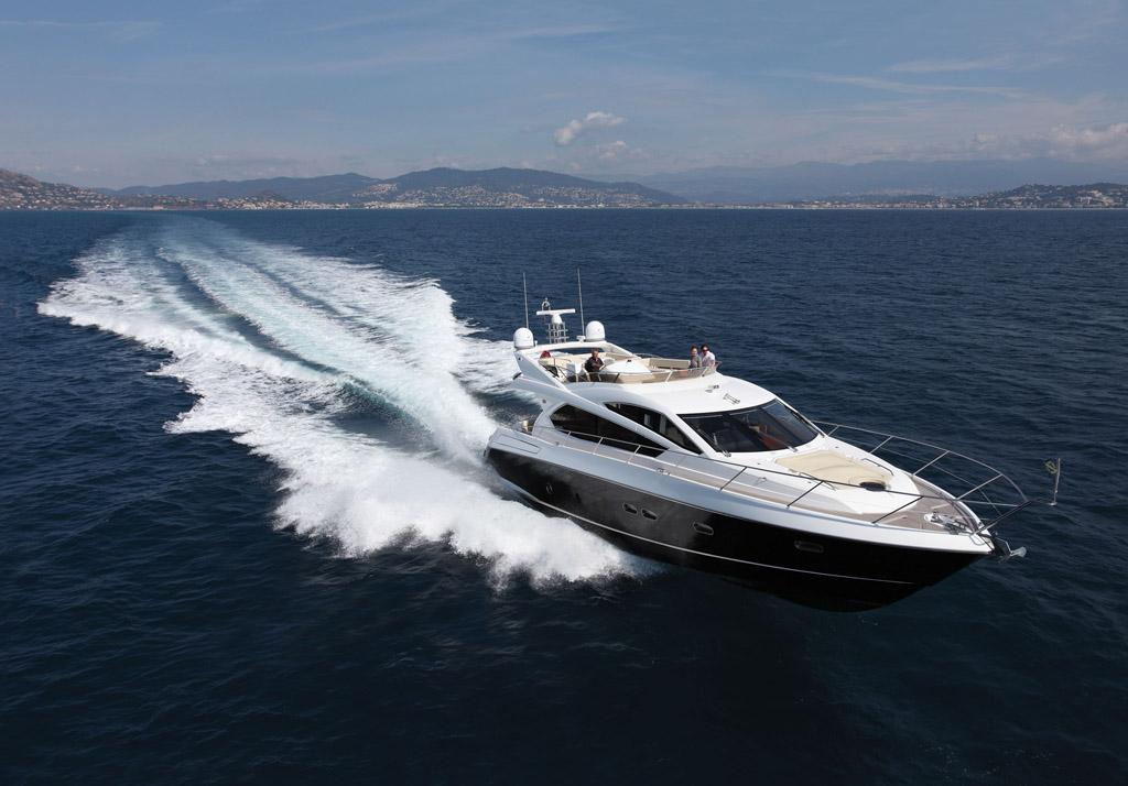 Luxury-Yacht-For-Charter-3.jpg