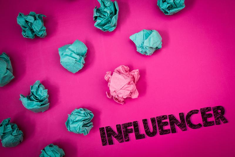 InfluencerMarketing_Pink_small.jpg