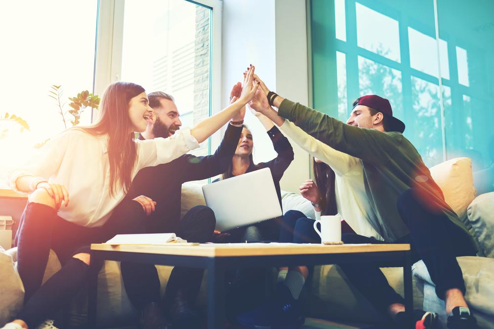 Työhyvinvointi voi koostua monesta asiasta, kuten työpaikalla vallitsevasta ilmapiiristä ja työturvallisuudesta