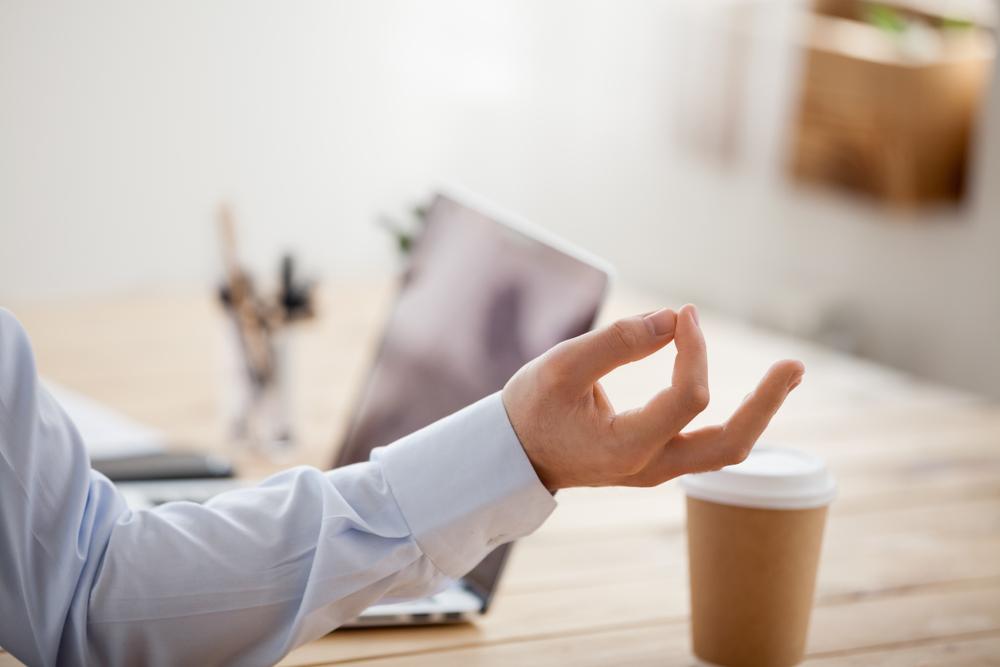 Työntekijä voi myös merkittävästi vaikuttaa työyhteisönsä ilmapiiriin, mikä vastavuoroisesti vaikuttaa hänen työhyvinvointiinsa.