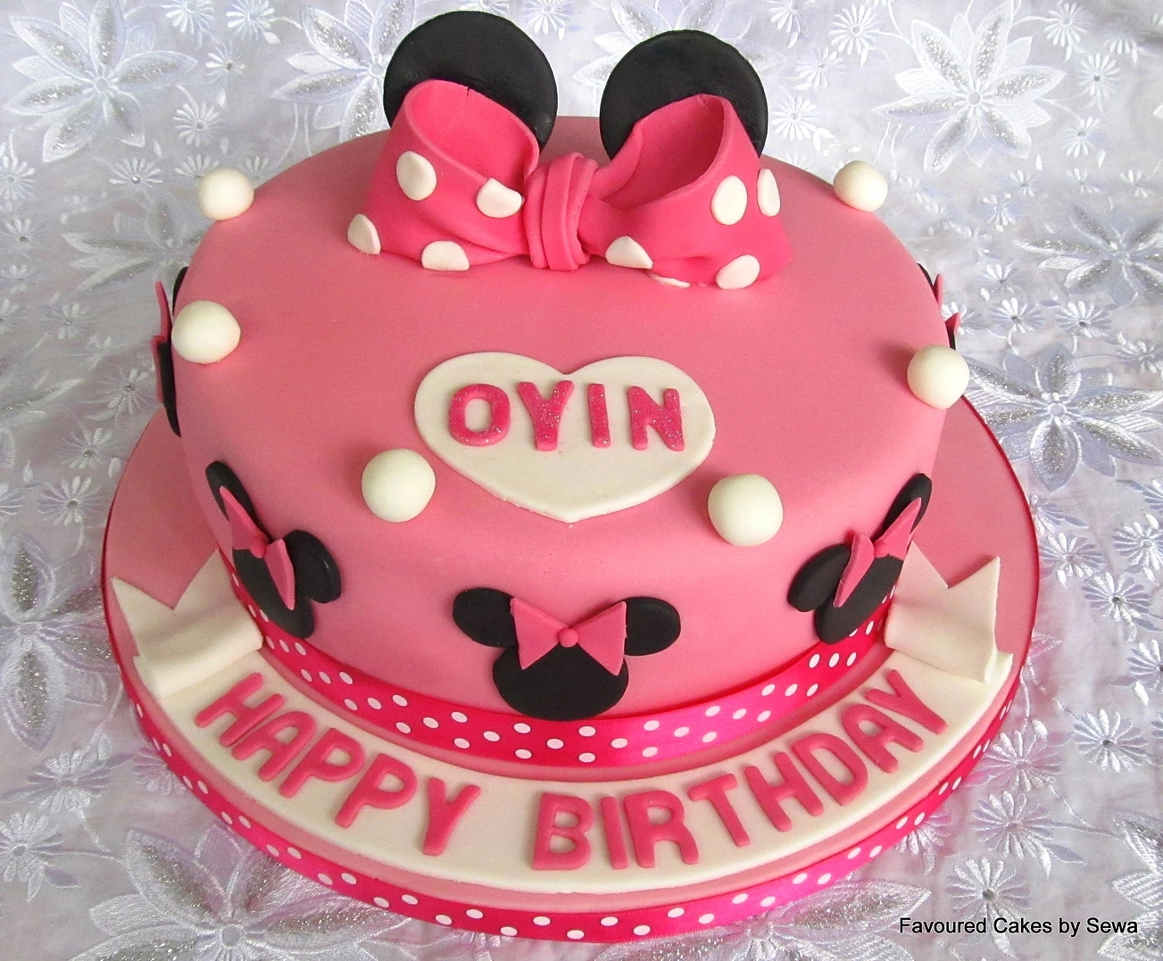 Minnie Mouse Bow Cake MM07
