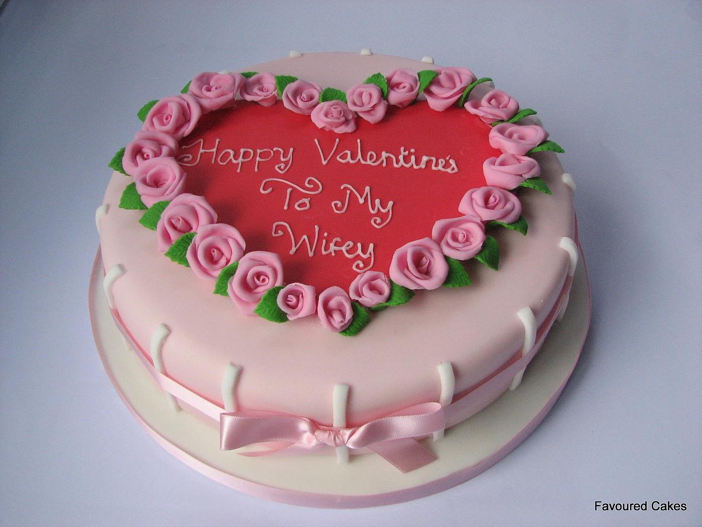 Round Roses Heart Cake