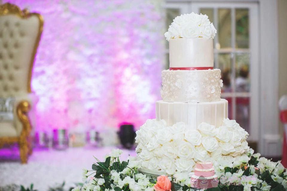 White Roselyn Wedding Cake