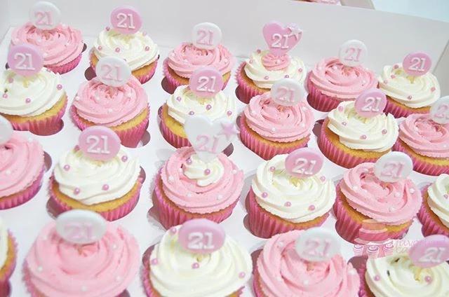 Pink & White B'day Cupcakes