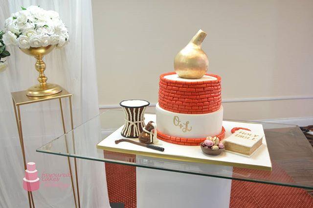 Nigerian Traditional Weddings!  #nigerianwedding #nigeriancakespecialist #nigeriantraditionalwedding #africanweddingcakes #africanwedding #africantradition #nigeriantradition #wedding #weddingcake #nigerianwedding #naijalove #9jalove #romance #love #shesaidyes #wesaidido #2019wedding #2019bride #2019groom #marriage #calabash #talkingdrum #bible #coralbeads