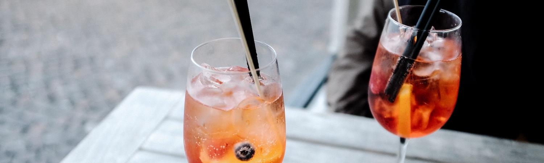 Cocktail dînatoire : le moment qui pétille àpartager en sérénité! - Choisissez quelques bulles pour le pétillement, des saveurs qui fondent dans la bouche pour l'effet wahou, un service impeccable pour que chaque invitéprofite de ce moment pleinement, et une organisation métronomique apprécier le tout avec le maximum de zénitude.