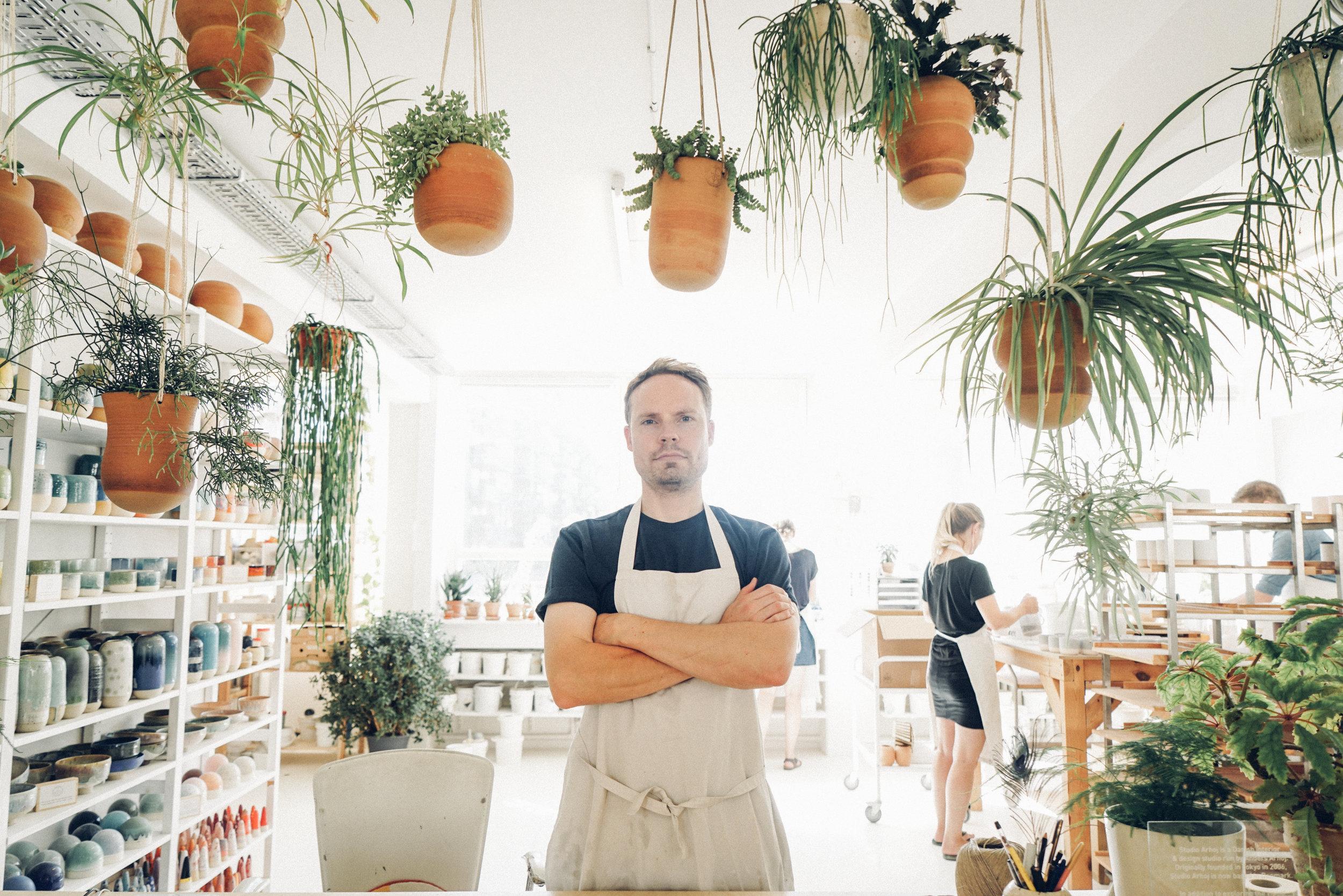 Anders Arhoj in hist studio